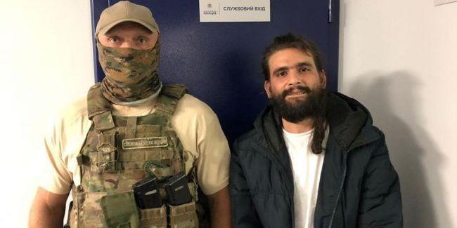 З'явилося відео втечі «короля наркоінтернету» Ізраїлю від СБУ
