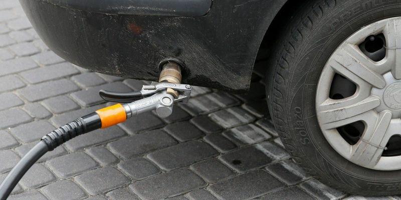 Частина АЗС знизила ціни на автогаз