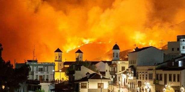 На Канарах оголосили безпрецедентну екологічну катастрофу через лісові пожежі