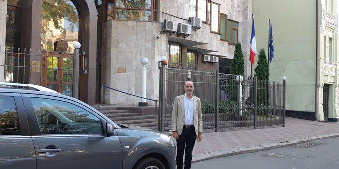 Новий посол Франції прибув до України автомобілем