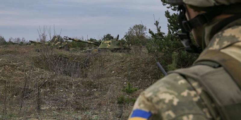 На Донбасі загинув військовослужбовець, троє поранених