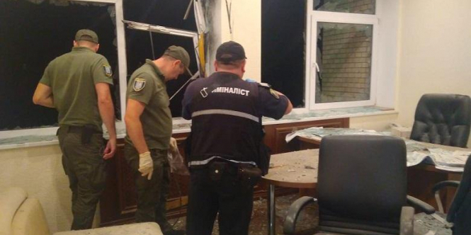 У Києві вистрілили з гранатомета в офісну будівлю