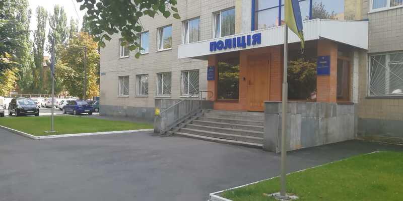 На Київщині двоє чоловіків викрали жінку, зґвалтували її та пограбували