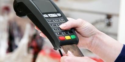 У ПриватБанку повідомили, скільки українці витрачають з карток на харчі