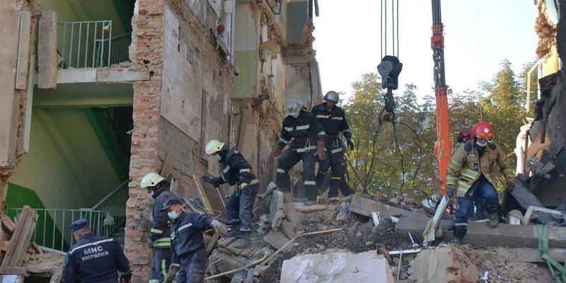 У Дрогобичі дитина подзвонила з під уламків зруйнованого будинку і попросила допомоги (відео)