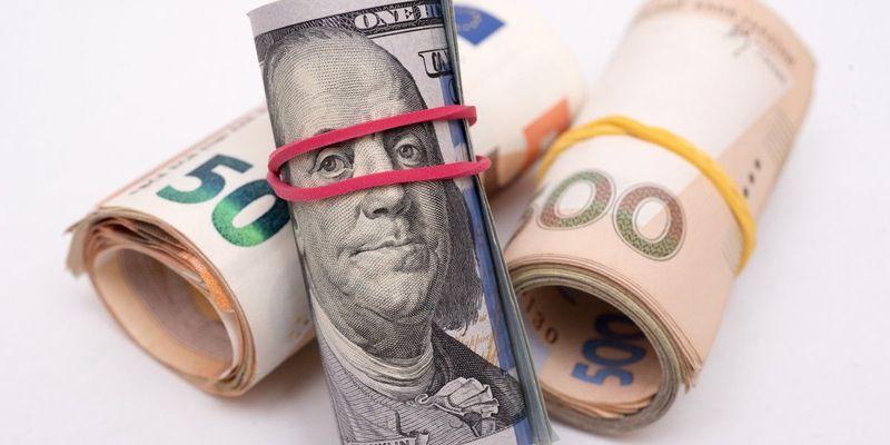 Офіційний курс: долар дорожчає, євро дешевшає