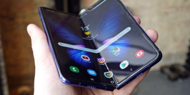 Samsung назвав дату виходу в продаж гнучкого телефону