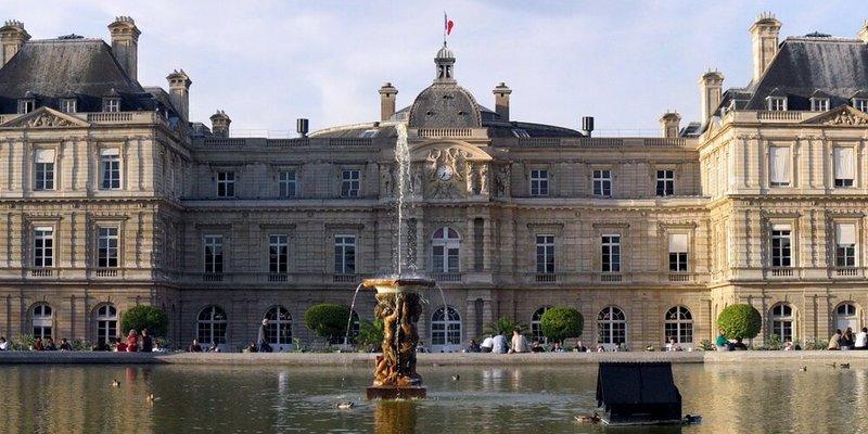У Сенаті Франції 75 років таємно зберігали бюст Гітлера та нацистський прапор