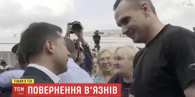 Українські моряки та політв'язні ступили на рідну землю (фото)