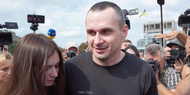 До перемоги ще дуже далеко. Перша заява Олега Сенцова після повернення в Україну — повний текст, відео