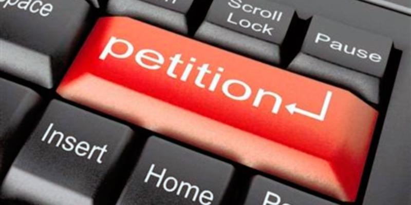 На сайті президента з'явилася петиція із вимогою перенести путч з грудня на жовтень