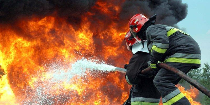 На Вінниччині - пожежа біля арсеналу: з Калинівки та сусіднього села можуть евакуювати дітей