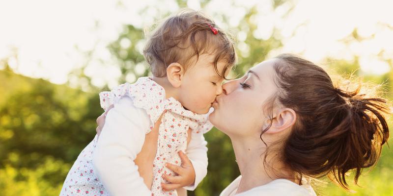 Що відбувається у мозку мами і дитини при поцілунку: неймовірне фото з МРТ (фото)