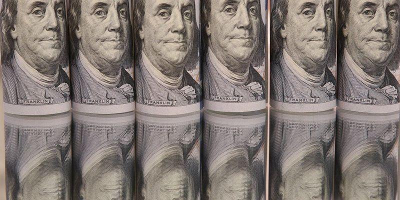 Чому падає долар: коментар Нацбанку