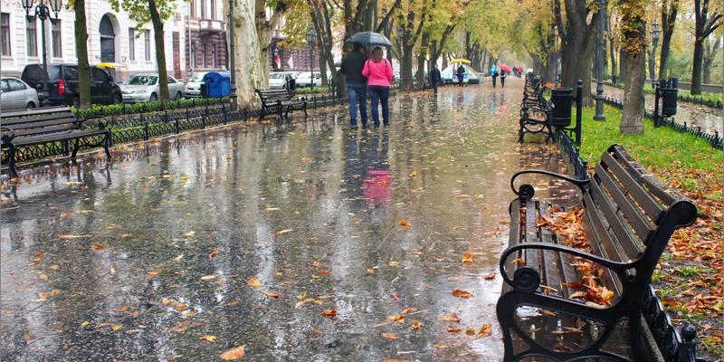 Похолодання і дощі: синоптики розповіли про погоду на вихідних