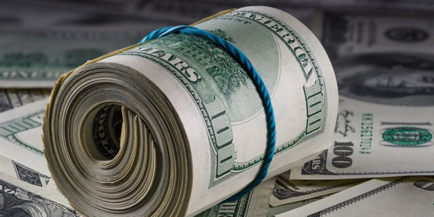 Долар у понеділок обвалиться: найнижчий курс за останні тижні