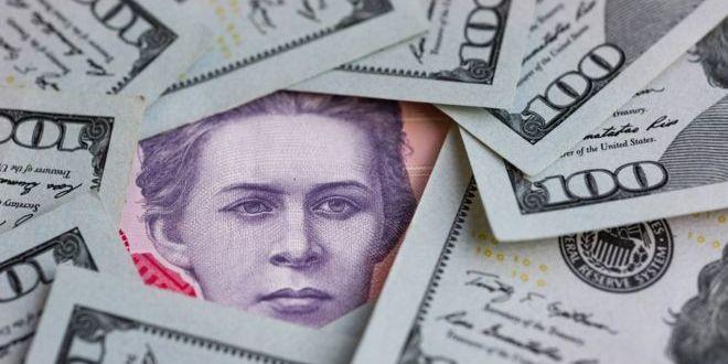 Курс долара падає, а ціни - ні: думки експертів