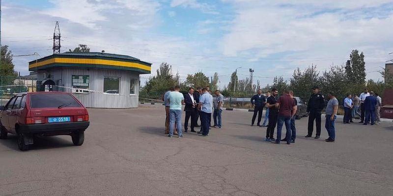 У Миколаєві на АЗС знайдено застреленими трьох людей