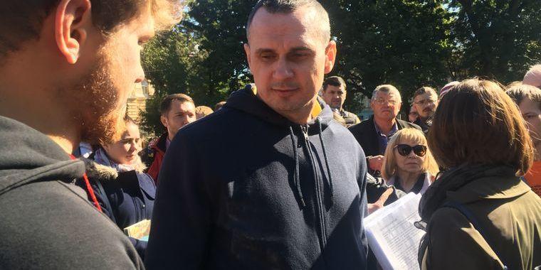 Сенцов взяв участь в акції на підтримку політв'язнів, яку провели на Книжковому форумі у Львові