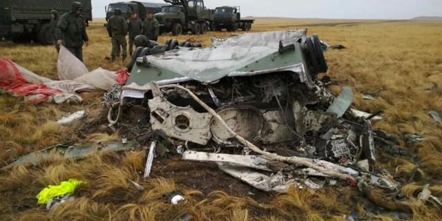 Російські військові на навчаннях упустили з літака два броньовики