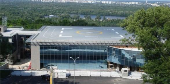 """Суд зняв арешт з """"вертолітного майданчика"""" Януковича"""