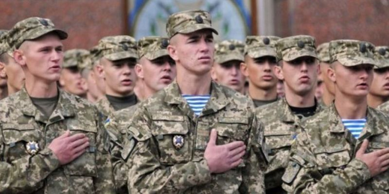 Військкомати націлилися на призовників: скільки киян отримають повістки до кінця року
