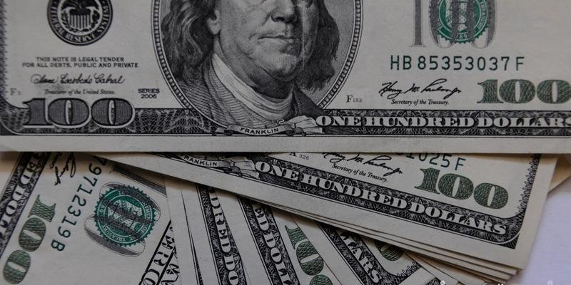 Офіційний курс: долар подорожчав