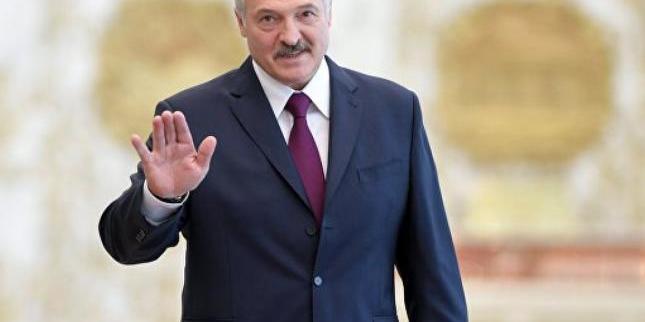 Лукашенко пообіцяв користуватися лише білоруською косметикою