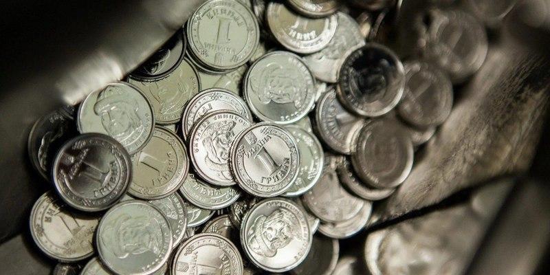 Монети номіналом 5 і 10 грн та легалізація зброї: що думають українці про це? (відео)