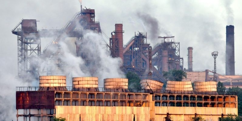 Один з найбільших в Україні металургійних комбінатів зупиняє виробництво