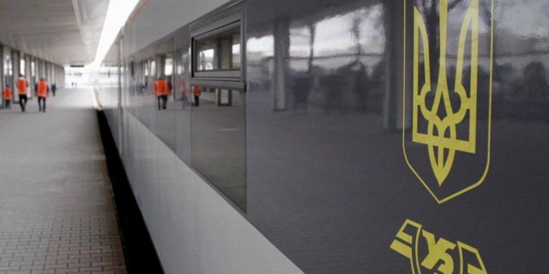 «Укрзалізниця» призначила ще 4 додаткові поїзди до осінніх свят