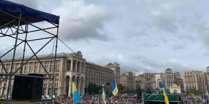 Учасники віча на Майдані оголосили вимоги та пішли до Офісу президента