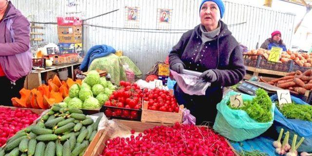 В Україні продовжують фіксувати падіння цін на головні продукти