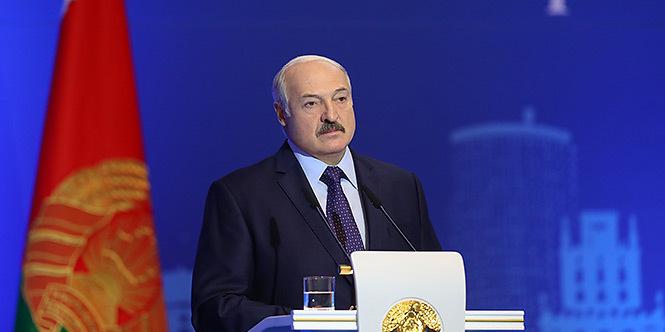 Лукашенко вважає, що Зеленського залишили сам на сам із важким тягарем