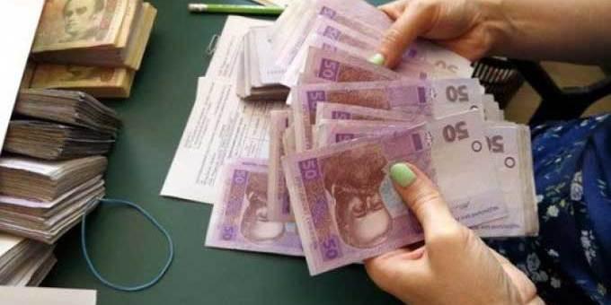 З'явилася інформація про те, що в уряді мають намір підняти виплати бюджетникам