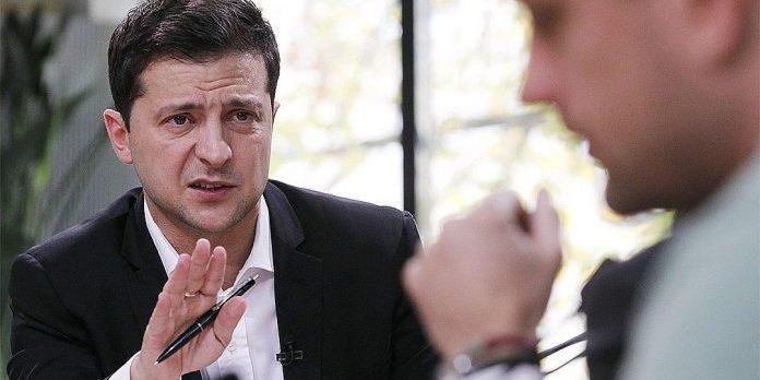 Рівень довіри українців до президента України Володимира Зеленського стрімко падає