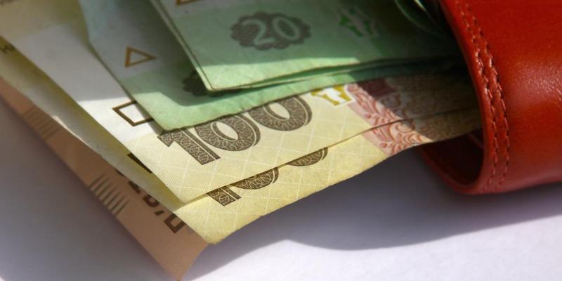 Комуналка та їжа: на що українці витрачають свої доходи