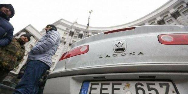 Передача конфіскованих авто відбувається після торгів