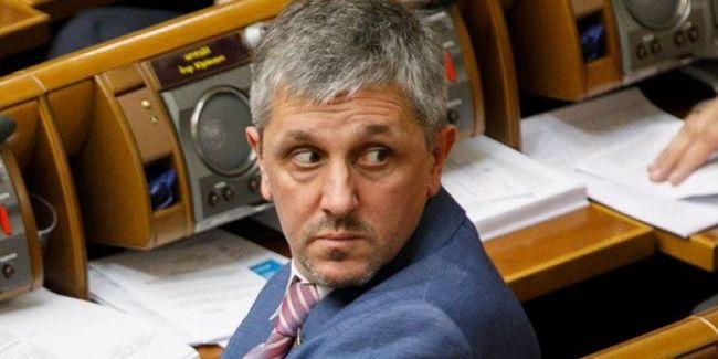 Депутат від «Слуги Народу» чекав знайомого в трусах (фото)