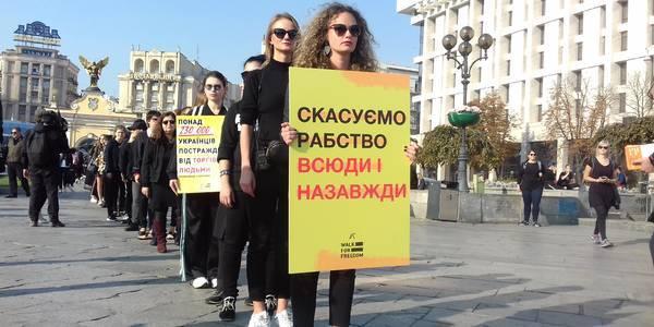 Сьогодні центром Києва пройшла хода проти торгівлі людьми Walk for Freedom
