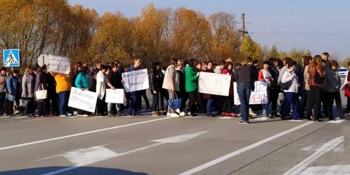 Вчителі вимагали виплат зарплат на трасі «Київ-Ковель»