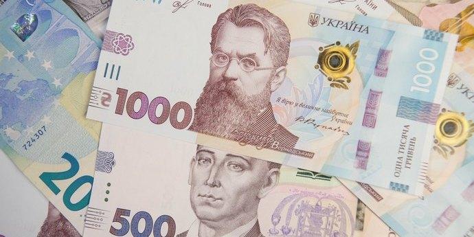 Курс валют: долар знову коштує менше 25 гривень