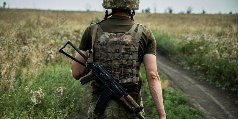 У зоні бойових дій на Донбасі загинув один військовий, троє поранені — штаб