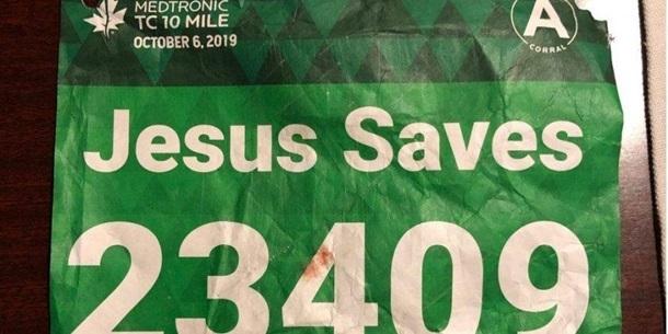 Бігуна з наліпкою «Ісус рятує» реанімував чоловік на ім'я Ісус