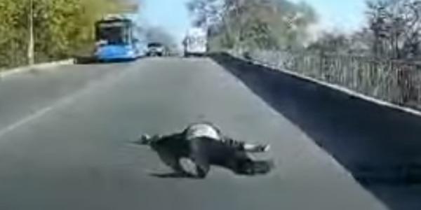 Під Дніпром пацієнт вивалився на ходу з «швидкої»