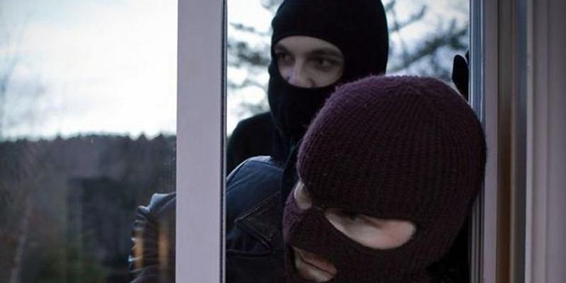 У Київській області зловмисники скоїли пограбування приватної дачної ділянки