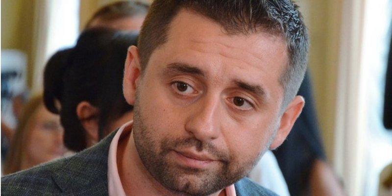 Законопроект про особливий статус Донбасу почнуть писати після нормандського саміту — Арахамія
