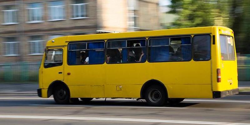 У Києві в маршрутки на повному ходу відпали колеса (відео)