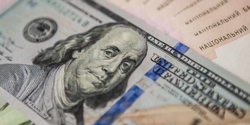 Кабмін змінив прогноз курсу долара в бюджеті-2020