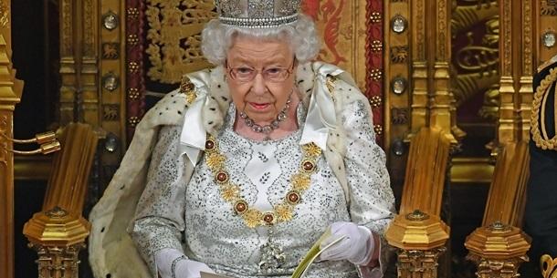 Єлизавета II відмовилася носити натуральне хутро